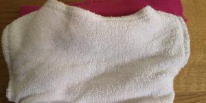 Die Schicht aus Bambusviskose ist zugleich die Lasche, unter die man Saugmaterial füllen kann.