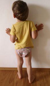 Zum Vergleich: In der Länge bietet die PullUp in L noch gut Luft bzw. Platz für Saugmaterial beim großen, aber schlanken Kind.